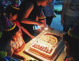 【9月生日会】和外教一起过生日,学做蛋糕